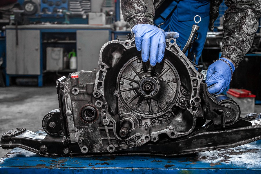 What Parts of the Clutch Factor Into the Cost of Clutch Replacement?