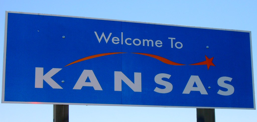 How To Sell A Car in Kansas: Guide to Paperwork and Documents
