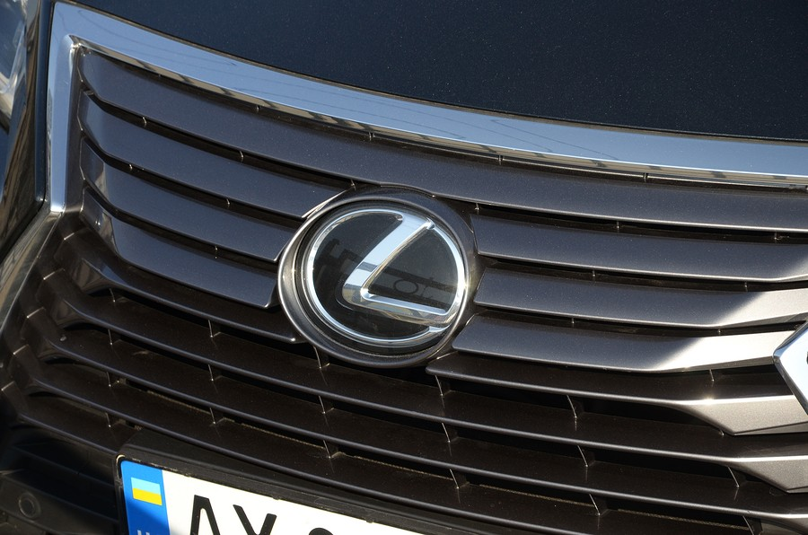 Lexus vs Toyota: Which Brand is Right For You?