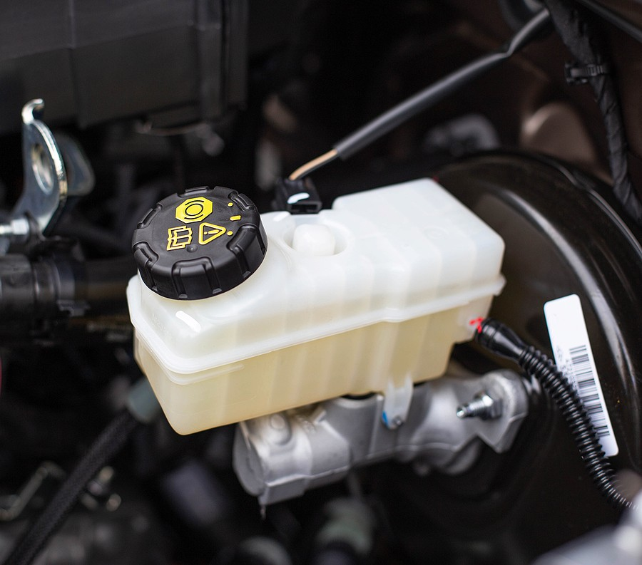 How to Flush Brake Fluid – Here's What You Need To Know