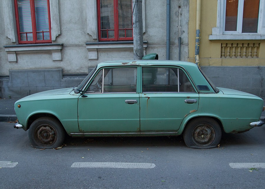 How Long Can a Junk Car Sit Non-Operational On a Public Street?