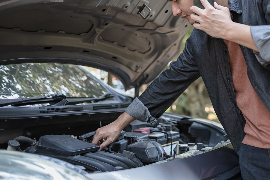 Signs Of Transmission Issues – Listen For Loud Clunking or Buzzing Noises Under The Hood!