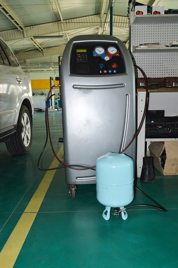 Freon For Your Car – This Refrigerant Keeps The Cabin Cool On Hot Days!