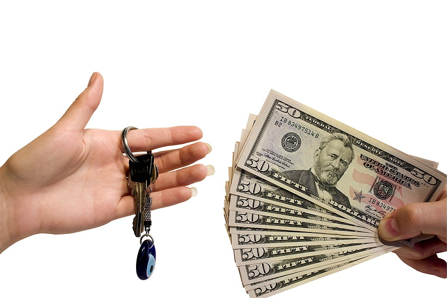 Selling a Car for Cash: Risks and Precautions
