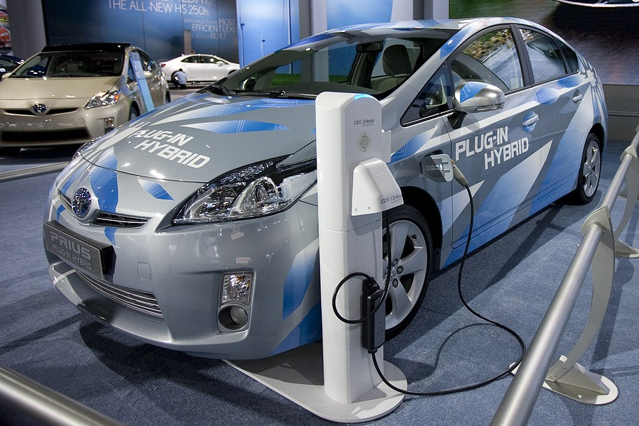 How Do Hybrid Cars Work? All You Need to Know
