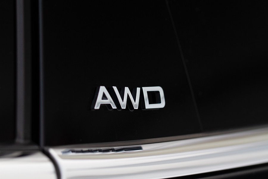 What is the difference between AWD and 4WD?